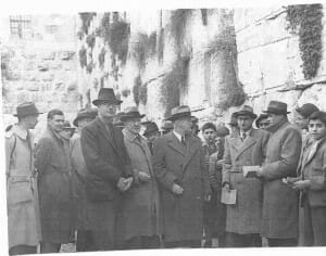 Anglo-American_Committee_at_the_Western_Wall