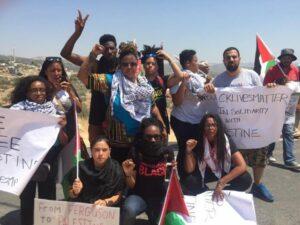 """""""Black Lives Matter""""-Aktivisten mit palästinensischen Demonstranten in Bilin, 29. Juli 2016."""