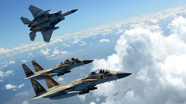 Israel schaltet die Hälfte der syrischen Luftabwehr aus
