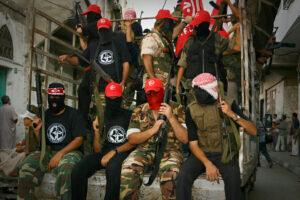 Kaempfer der PFLP auf einem LKW