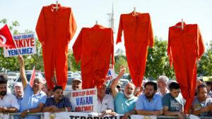 Erdogan führt Bekleidungsvorschriften für Angeklagte ein