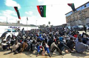 Tausende Flüchtlinge stecken in libyschem Schmugglerzentrum fest