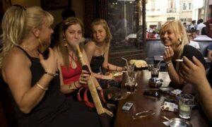 Erdogan-Vertrauter will Frauen das Rauchen verbieten