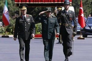 Oberhaupt der iranischen Streitkräfte erstmals seit 1979 in der Türkei