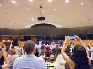 Europäisches Parlament verurteilt Auftritt von Terroristin nicht
