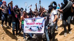 Demonstranten mit Bolzenschneidern, mit denen sie die Grnze nach Israel überwinden wollen