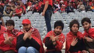Iran: Frauen verkleiden sich, um Fussballspiel sehen zu können