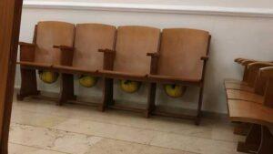 Wo man in der Synagoge Schutzhelme trägt