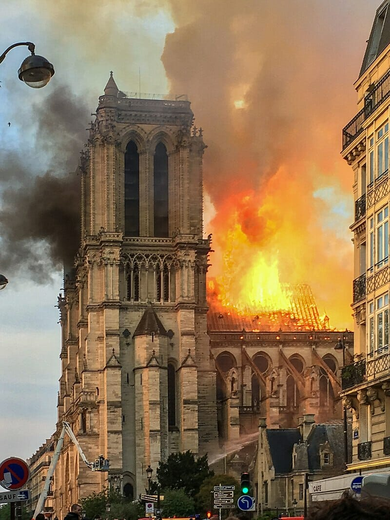 Türkei: Viele feiern den Brand in der Kathedrale von Notre Dame