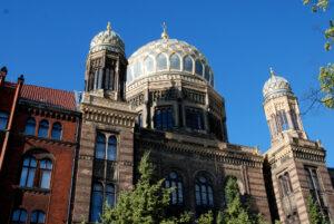 Wachschutz stoppt Mann mit Messer vor Berliner Synagoge