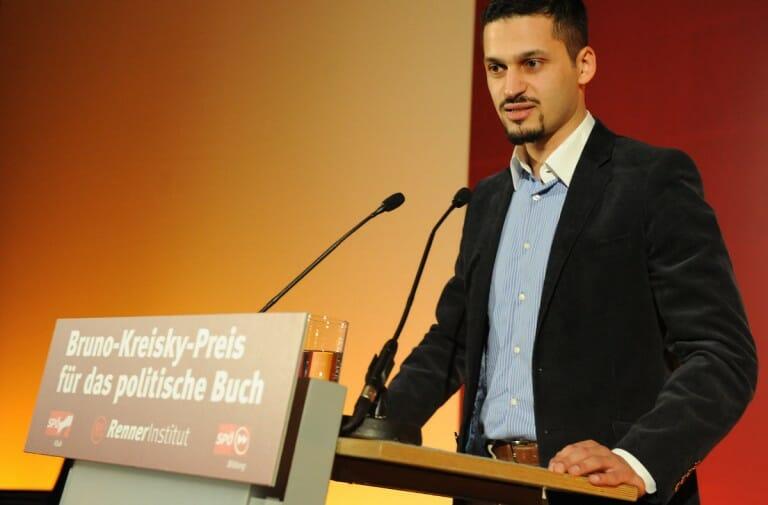 Farid Hafez bei einer Preisverleihung. (Trollma/Wikimedia Commons, CC BY 3.0)