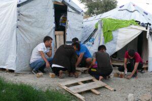 Von Rojava nach Lesbos: Der Traum, in der Hölle ein Zelt aufschlagen zu können