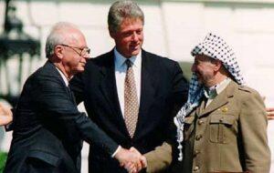 Symbolbild des Friedensprozesses: Der Händedruck von Rabin und Arafat 1993 (The White House/Wikimedia Commons)