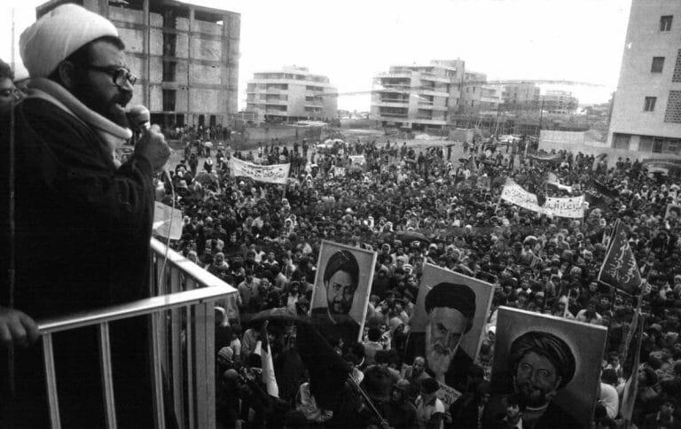 Subhi al-Tufayli bei einer Demonstration für die Islamische Revolution im Iran, 30 November 1979