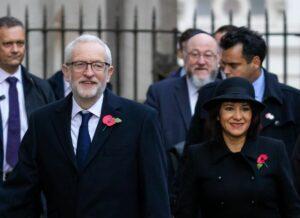 Jeremy Corbyn und Ephraim Mirvis (Mitte hinten) am Rememberance Sunday für die britischen Soldaten