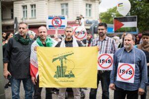 Hisbollah-Anhänger auf dem Al-Quds-Marsch in Berlin