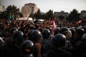 Libanesische Polizei versucht Hisbollah-anhänger und Demonstranten auseinanderzuhalten