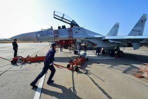 Russischer Kampfjet wird beladen