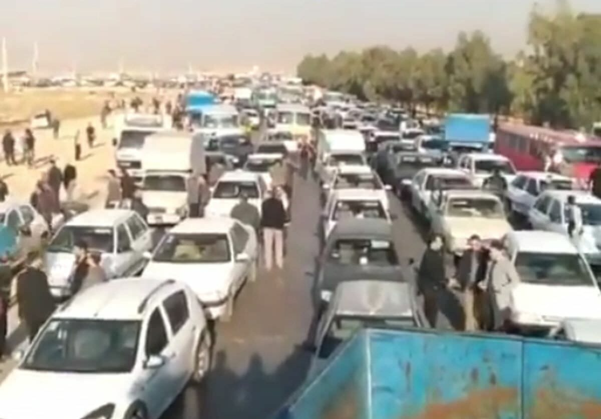 Demonstranten in Shiraz bilden Stau