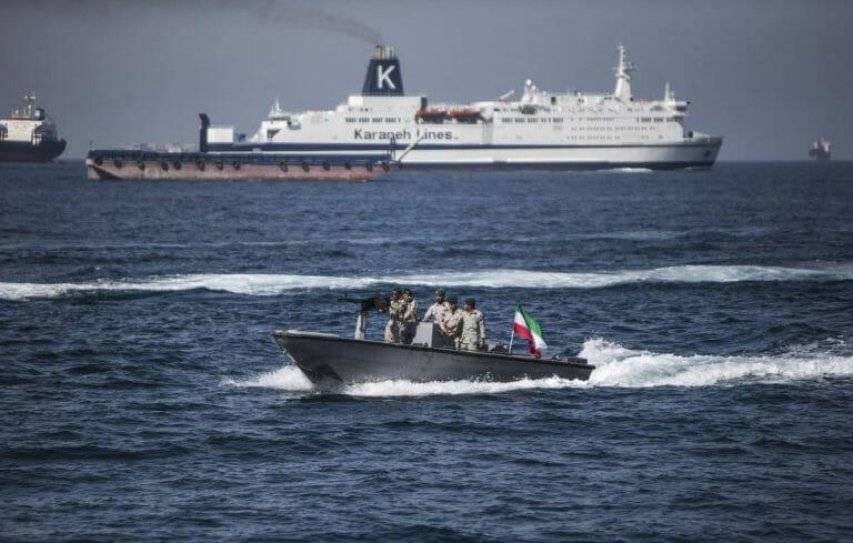 Patroullienboot der iranischen Revolutionsgarden in der Straße von Hormus