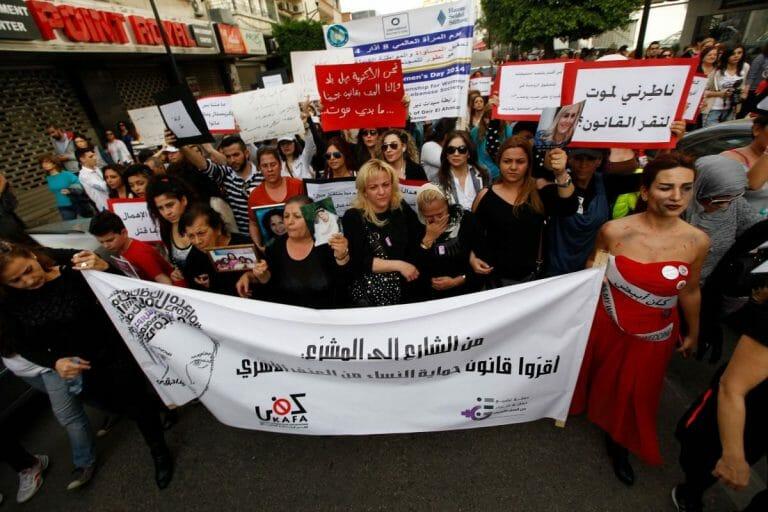 Demonstration gegen Gewalt gegen Frauen im Libanon