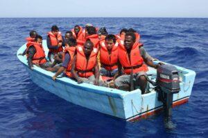 Bootsflüchtlinge aus Libyen vor Lampedusa