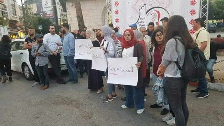 Palästinensische Journalisten und Aktivisten protestieren gegen das Urteil des Magistratsgericht in Ramallah