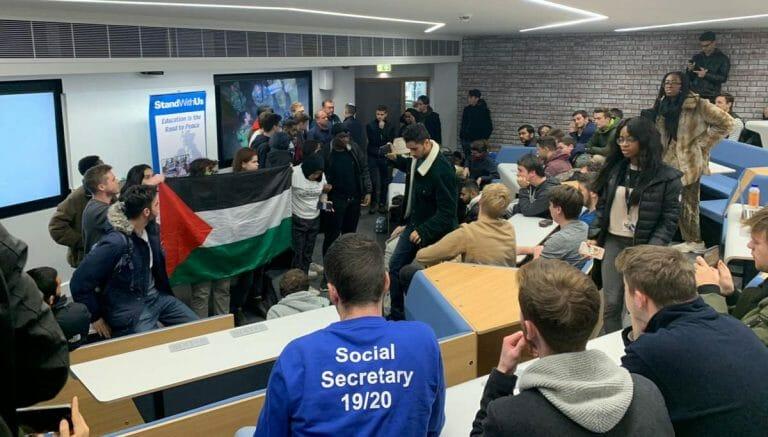 Demonstranten stören den Vortrag von Eyal Dror an der Universität of Warwick am 19. November 2019
