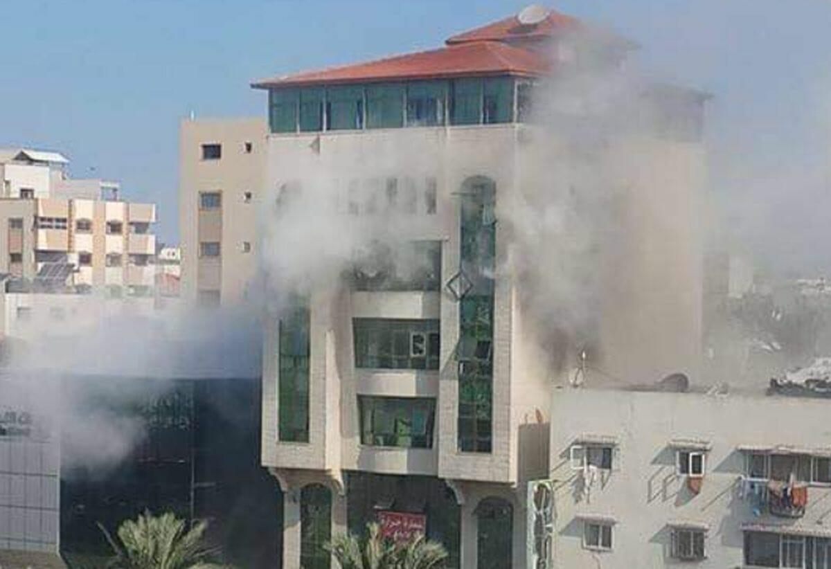 Das von einer Rakete getroffene Gebäude der Unabhängigen Palästinensischen Menschenrechtskommission