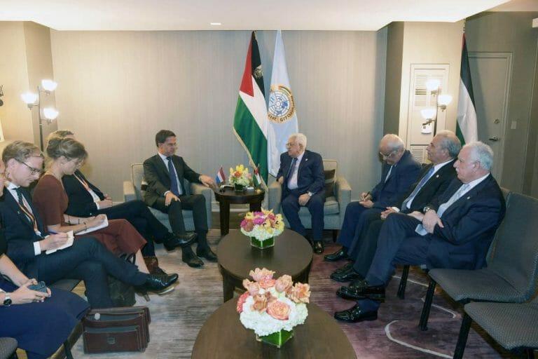 Niederlandes Premier Rutte und PA-Präsident Abbas