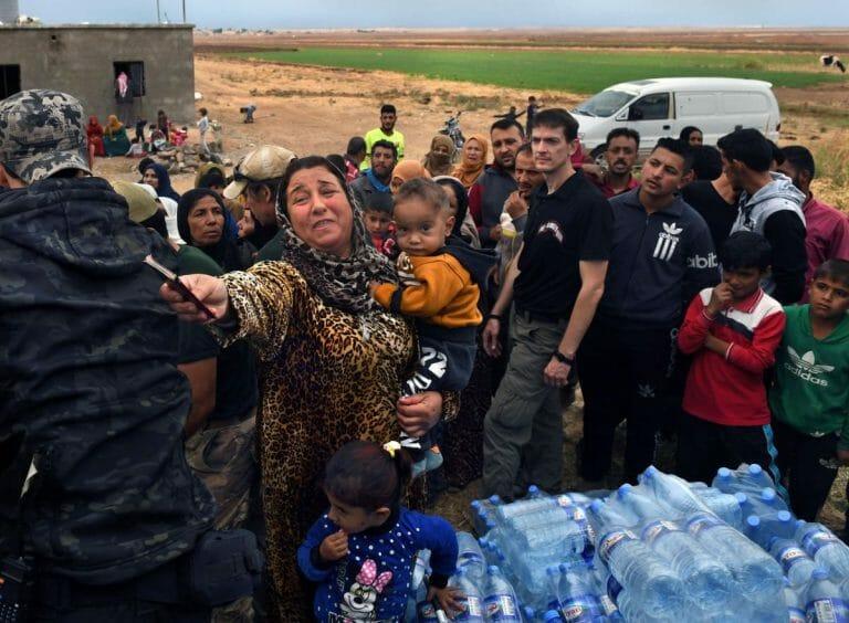 Wasserverteilung an syrische Flüchtlinge