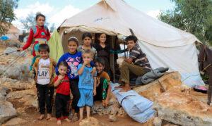 Vertriebene Kinder in einem Lager bei Sarmada