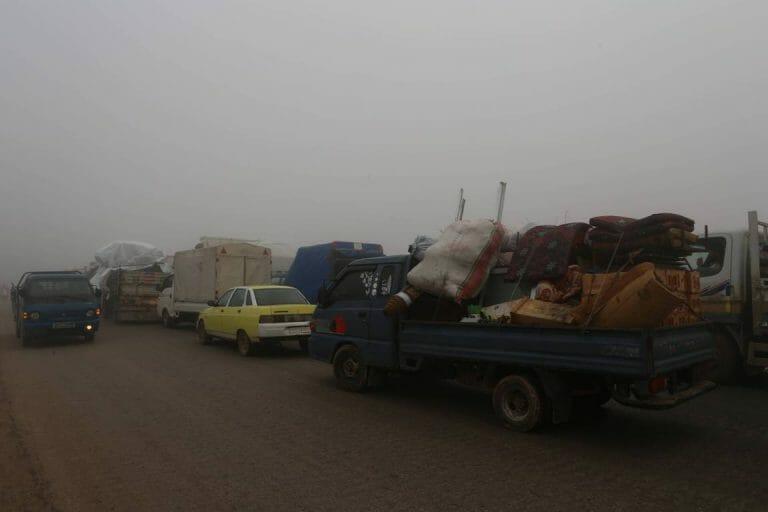 Flüchtlingskonvoi im Nordwesten Syriens (imago images/ZUMA Press)
