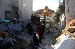 Suche nach Opfern in Maaret al-Numan, 2016
