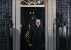 Erdogan vor dem Sitz des britischen Premierministers in London