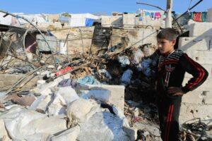 Vo syrischen Bomben getroffenes Flüchtlingslager in Idlib