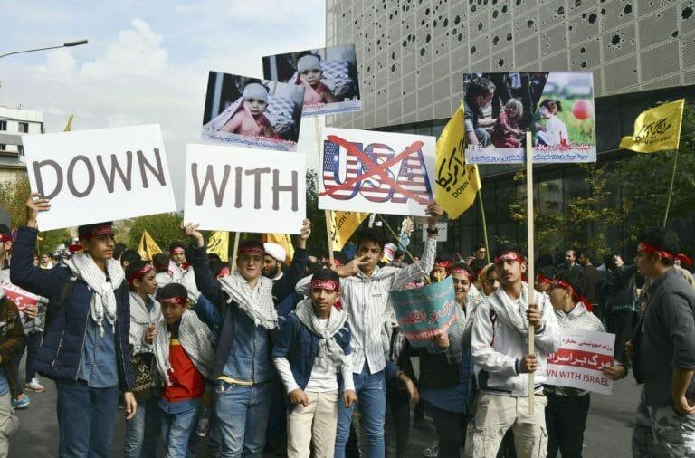 Demonstration am Jahrestag der Besetzung der US-Botschaft in Teheran