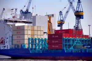 Container der Islamic Republic of Iran Shipping Lines (IRSIL) im Hafen von Hamburg