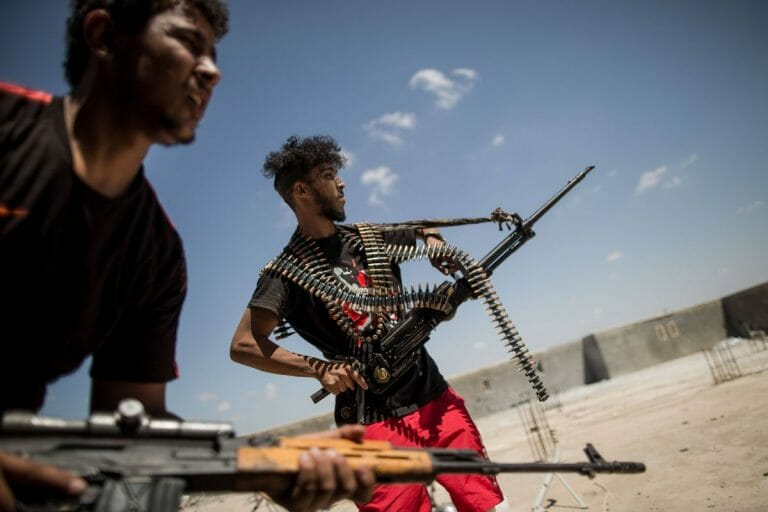 Mit der international anerlannten Regierung verbündete Milizionäre in Tripolis