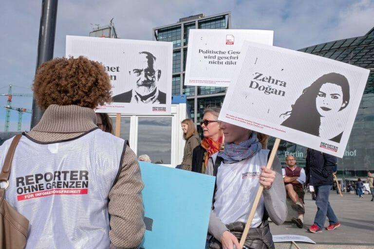 Demonstration für in der Türkei verhaftete Journalisten