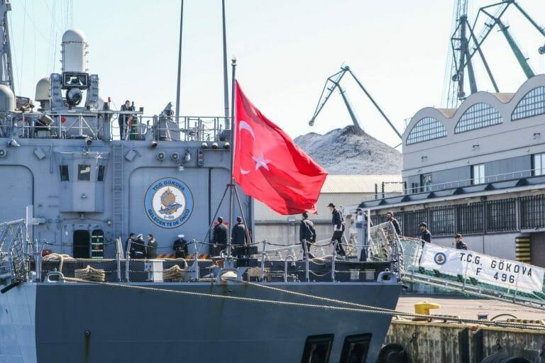 Türkisches Marineschiff