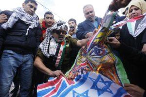 Was diese Demonstranten im Gazastreifen von Frieden mit Israel halten, ist nicht schwer zu erraten. (imago images/ZUMA Press)