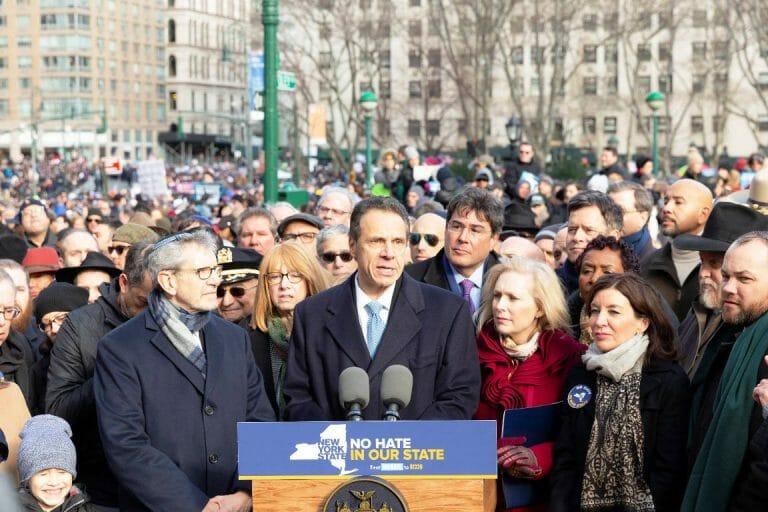 Der Gouverneur von New York Andrew Cuomo spricht auf einer Demonstration gegen Antisemitismus am in New York am 5. Januar 2020 (imago images/Pacific Press Agency)