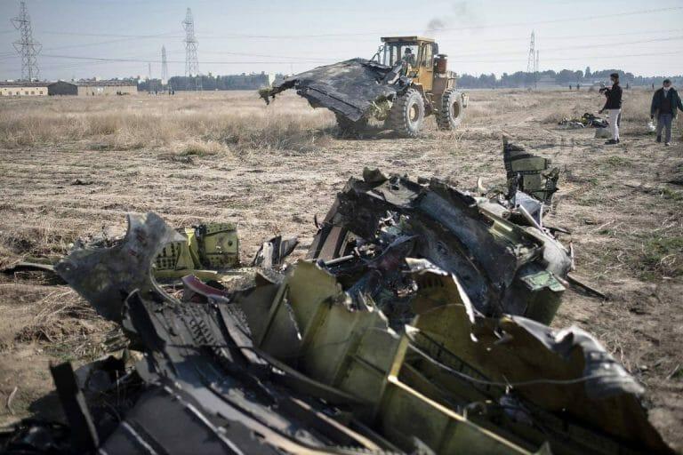 Wollten die Iraner am Absturzort Beweise beseitigen? (imago images/UPI Photo)