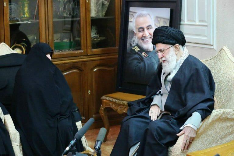 Für Revolutionsführer Ali Khamenei ist der Tod Soleimanis tatsächlich ein schwerer Verlust (imago images/ZUMA Press)
