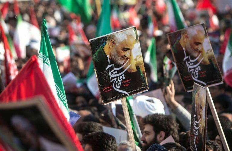 Inszenierte Trauerkundgebung im Iran (imago images/Xinhua)
