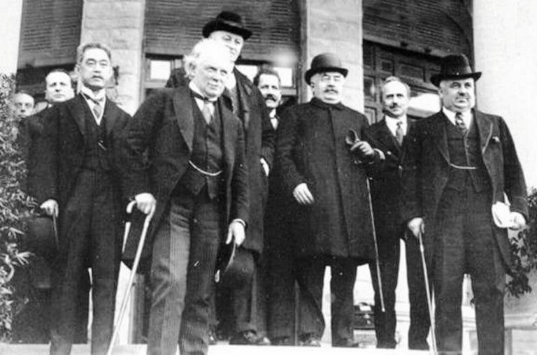 Teilnehmer der Konferenz von San Remo 1920, auf der die Mandate für Gebiete im Nahen Osten an Frankreich und das Britische Königreich vergeben wurden.