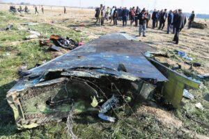 Wrackteile des ukrainischen Flugzeugs (imago images/ZUMA Press)