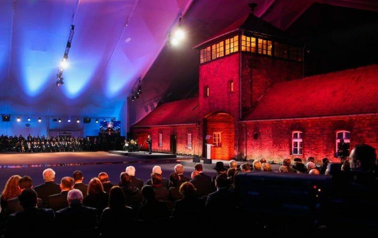 Gedenkveranstaltung anlässlich des 75. Jahrestags der Befreiung von Auschwitz