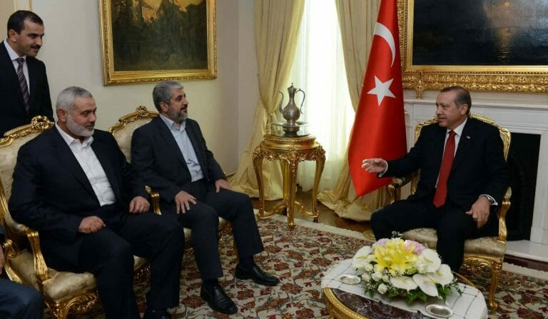 Erdogan mit den Hamas Führern Mashall und Haniyeh